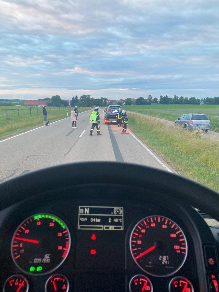 Beseitigung des Kraftstoffes von der Straße bei Rieblingen.