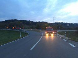 Verkehrslenkung an der Zufahrt zur St2033 mit dem Feuerroten Soundmobil