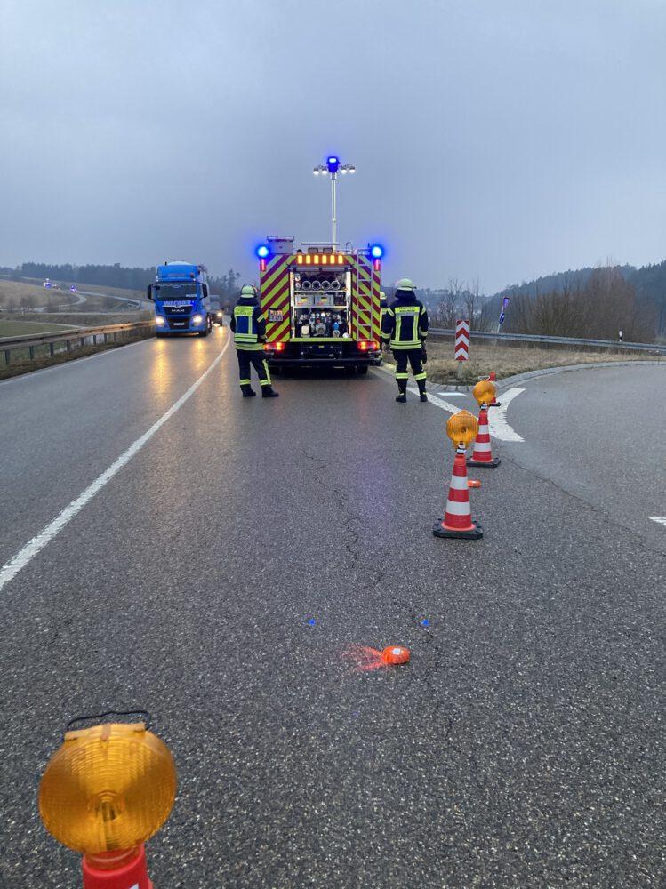 Verkehrsleitung auf der St 2033 an der Abfahrt Bliensbach-Ost